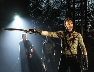 Tom-Hiddleston-Coriolanus-07