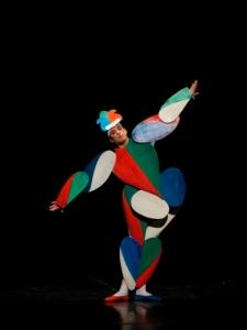 05-das-triadische-ballett_gelbe-reihe_nicholas-losada_charles-tandy_372x496